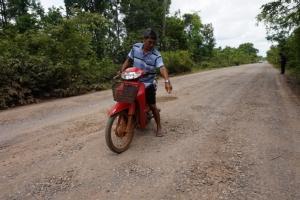 ชาวนามะเขือเดือดร้อนหนัก ถนนเสียหายกว่า 10 ปี วอนลุงตู่เร่งช่วย