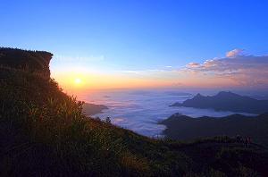 ภูชี้ฟ้า จ.เชียงราย จุดชมทะเลหมอกเลื่องชื่อของไทย
