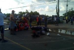 สุดสลด! รถพ่วง 18 ล้อเบียด จยย.นักเรียนเมืองช้างล้ม เหยียบซ้ำร่างเละดับ 2 ศพ สาหัส 1
