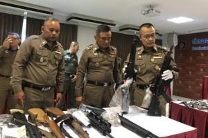 ตำรวจภูธรภาค 8 โชว์ผลงานระดมกวาดล้างอาชญากรรม ได้ทั้งปืน อาวุธสงคราม ยาเสพติดเพียบ