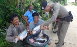 โจรแขนด้วนแสบ! ตระเวนลักทรัพย์ชาวบ้าน เช้าลักไก่ตกบ่ายลักปลากระชัง