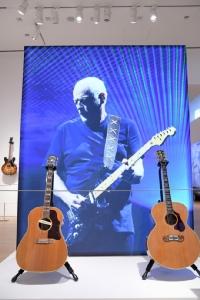 มือกีตาร์ Pink Floyd ขุดกรุขายกีตาร์ 126 ตัว มอบเงิน 600 ล้านบาทให้การกุศล