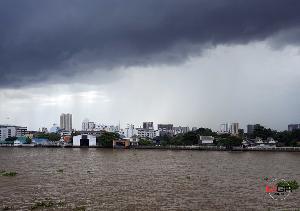 ทั่วไทยฝนเพิ่ม! กลาง-ตะวันออก-ใต้ ฝนถล่มหนักสุด เสี่ยงน้ำท่วมฉับพลัน คลื่นทะเลสูงเกิน 3 ม.