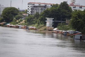 สภาพเรือนแพที่อยู่อาศัยริมฝั่งแม่น้ำน่านที่เหลืออยู่ในปัจจุบัน