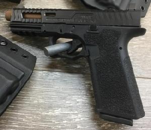 Glock 17 (LANTAC Razorback slide) : ใช้กระสุนขนาด 9 ม.ม. โผล่ในฉาก ที่จอห์น วิค เดินทางไปโมร็อคโค