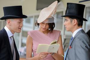 """""""มาริโอ้ เมาเร่อ"""" เกาะติดขอบสนามชมการแข่งม้า  """"รอยัล แอสคอต"""" สุดอลังการ ณ เมืองผู้ดีอังกฤษ"""