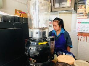 """ชวนเที่ยว! ร้านกาแฟ """"เชียงรายปัญญาฯ"""" มีบาริสต้าเป็นเด็กพิเศษ แถมราคาไม่แพง"""