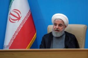 ภาพที่เผยแพร่โดยสำนักงานประธานาธิบดีอิหร่าน แสดงให้เห็นประธานาธิบดีฮัสซัน รูฮานี กำลังร่วมการประชุมกับพวกรัฐมนตรีโดยมีการถ่ายทอดออกอากาศสดทางทีวี ในกรุงเตหะรานเมื่อวันอังคาร (25 มิย.) ทั้งนี้รูฮานีกล่าวว่า จากที่สหรัฐฯออกมาตรการแซงก์ชั่นใหม่มุ่งเล่นงานเจ้าหน้าที่ระดับสูงของอิหร่านนั้น แสดงให้เห็นว่าการที่พวกเขากล่าวว่าต้องการเจรจานั้น แท้ที่จริงคือกำลังโกหก