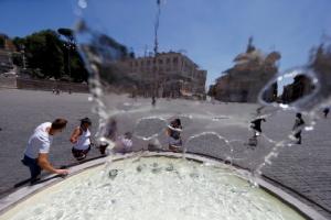หลายชาติยุโรปเจอคลื่นความร้อนรุนแรง ฝรั่งเศสถึงขั้นต้องประกาศปิดโรงเรียน