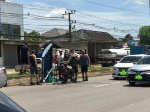 ชื่นชมทีมงาน Fast 9 พยายามช่วยรถขายโรตีประสบอุบัติเหตุกลางถนน