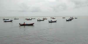 ฝนหนักลมแรงใน จ.จันทบุรี ทำเกิดอุบัติเหตุ-ประมงพื้นบ้านออกทะเลทำกินไม่ได้