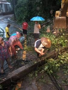 ตราดเตือนประชาชนระวังอันตรายฝนตกหนัก เร่งผู้ประกอบการติดธงแดงเตือนนักท่องเที่ยว