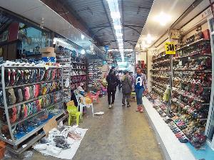 ร้านค้าในตลาดโรงเกลือ