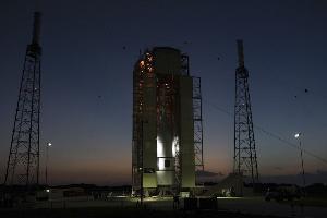 แคปซูลโอไรออนบนฐานปล่อยจรวดระหว่างการทดสอบระบบฉุกเฉินขณะปล่อยจรวดในโครงการส่งมนุษย์อวกาศสหรัฐฯ กลับไปดวงจันทร์ (Kim SHIFLETT / NASA / AFP)