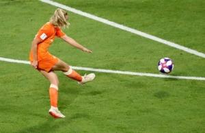 """""""เนเธอร์แลนด์ส"""" ฝังไวกิ้งต่อเวลา ชิงบอลหญิงโลกสมัยแรก"""