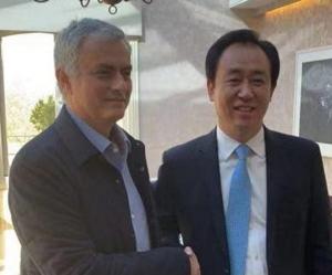 """""""มู"""" โผล่คุยเศรษฐีจีน ลือหึ่งคุมกวางโจวควบทีมชาติ"""