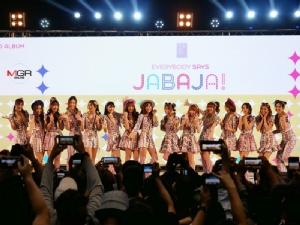 """""""ปูเป้-ฟ้อนด์"""" นำทีมโชว์ Jabaja เปิดอัลบั้ม 2 BNK48 """"อร"""" เจ็บอดเต้น - ไร้เงา """"ดีนี่"""""""