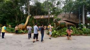 """สวนสัตว์อุบลราชธานีจัดนิทรรศการตะลุยดินแดนสัตว์โลกล้านปี """"ไดโนเสาร์ บุกดงฟ้าห่วน"""""""