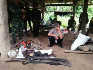 รวบนายพรานพร้อมซากเลียงผาและอาวุธปืนคาบ้านพัก ในพื้นที่ป่าละอูน้อย