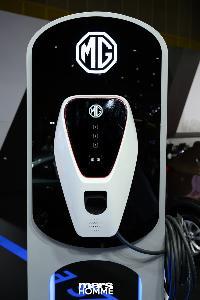 ทุกอย่างอีซี่ด้วย NEW MG ZS EV รถยนต์พลังงานไฟฟ้า 100%