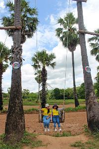 แวะเช็คอินถ่ายภาพชิงช้าต้นตาลบ้านตาดไฮ