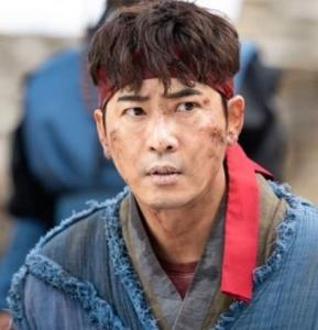 """""""คังจีฮวาน"""" พระเอกดังโดนรวบคาบ้านหรูหลังล่วงละเมิดทางเพศพนักงานในสังกัด"""