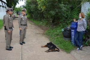 อำมหิต! ไม่พอใจสุนัขเห่าไล่ คนใจร้ายคว้าปืนยิงดับอนาถหน้าบ้านเจ้าของ
