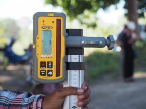 อุปกรณ์วัดระดับสำหรับรถไถปรับพื้นที่ด้วยเลเซอร์