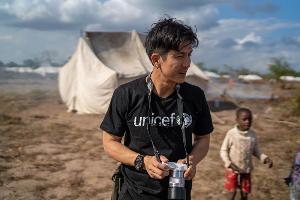 """หล่อ ใจกุศล รักโลก """"ติ๊ก เจษฎาภรณ์"""" ลงพื้นที่โมซัมบิก ให้กำลังใจเด็กที่ประสบภัยจากพายุไซโคลน"""