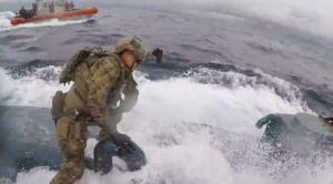 ยิ่งกว่าหนังแอ็คชั่น!!จนท.ชายฝั่งสหรัฐฯไล่ล่า-กระโจนขึ้นเรือดำน้ำซุกโคเคนเกือบ8ตัน(ชมคลิป)