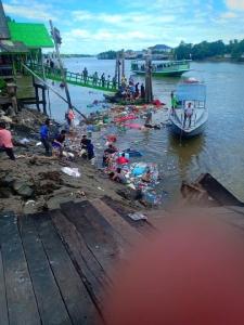 ศาลาทรงไทยริมน้ำ ใกล้วัดเพชรสมุทรวิหาร ถล่มลงแม่น้ำสูญหาย 2 ราย บาดเจ็บเพียบ