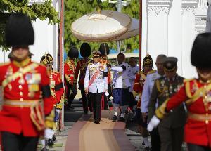 """ในหลวง-พระราชินี ทรงบำเพ็ญพระราชกุศลทักษิณานุปทาน 50 วัน พระราชทานศพ """"พล.อ.เปรม"""""""
