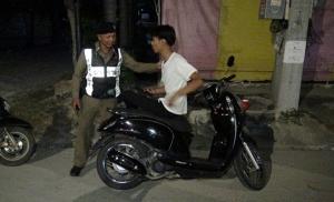 เด็กปั๊มใจเด็ดขับกระบะไล่บี้คนร้ายชิง จยย.หนุ่มวัย 17 จนต้องยอมทิ้งรถหลบหนี