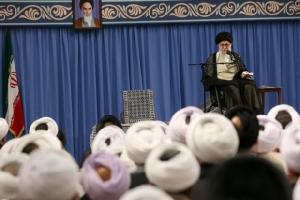 ในวันอังคาร (16 ก.ค.) อยาตอลเลาะห์ อาลี คอมาเนอี ผู้นำสูงสุดของอิหร่าน ประกาศว่า เตหะรานจะเดินหน้าทยอยยกเลิกข้อจำกัดควบคุมกิจกรรมนิวเคลียร์ของตัวเองภายใต้ข้อตกลงที่ทำกับอังกฤษ จีน ฝรั่งเศส เยอรมนี รัสเซีย และอเมริกาเมื่อ 4 ปีที่แล้ว