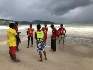 เร่งค้นหา 2 นักท่องเที่ยวชาวฟิลิปปินส์สูญหายที่หาดฟรีดอม ท่ามกลางฝนตกหนัก คลื่นสูง