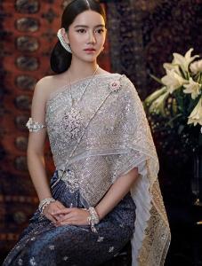 """งดงามดุจแม่หญิงเมืองสยาม  """"ริชชี่ อรเณศ"""" สวมชุดไทยสุดอลังถ่ายแบบ"""