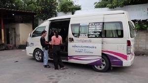 จับปรับ 400 รถตู้สายจตุจักร-หมู่บ้านบัวทองธานีวิ่งกลางถนนไม่ปิดประตู