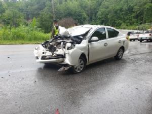 """ระทึก!รถนำขบวนลื่นขี้ยางเสียหลักเหวี่ยงใส่รถชาวบ้าน """"เสี่ยหนู""""รีบลงรถช่วยคนบาดเจ็บ"""