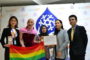เครือข่ายครู LGBT ร้อง กสม.ช่วยครูข้ามเพศบุรีรัมย์ หวั่นถูกไล่ออกหลังแต่งหญิง