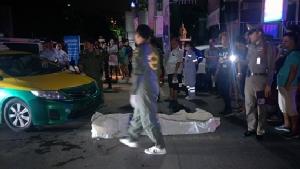 จักรยานยนต์ชนหนุ่มอเมริกันเดินข้ามถนนเสียชีวิต แล้วหลบหนี