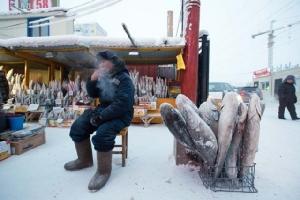 """เครดิตภาพ Bloomberg คนพื้นเมืองบอกถึงความหนาวเย็นว่า """"นั่งอยู่ในตู้เย็นยังอุ่นกว่า"""""""