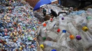 ขยะพลาสติกแต่ละปีทวีเพิ่ม กลายเป็นปัญหาสิ่งแวดล้อมที่แก้กันไม่ตก