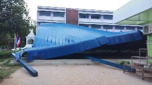 เดชะบุญถล่มกลางดึก! ลมพัดแรงหลังคาโดมยักษ์โรงเรียนดังตากพังราบ