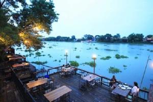 นั่งกินข้าวชมวิวริมแม่น้ำเจ้าพระยาที่ Grand Chaopraya