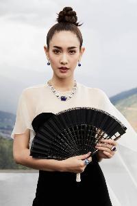 """""""มิน พีชญา"""" ฮอตไม่หยุด! เหินฟ้าถ่ายแบบเครื่องเพชรมูลค่า 2,000 ล้านที่ภูฏาน"""