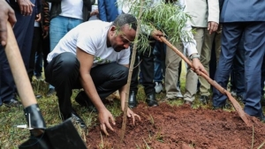 นายกรัฐมนตรี อาบีย์ อาเหม็ด ร่วมปลูกต้นไม้จนทำลายสถิติโลก (เครดิตภาพ Fox News)