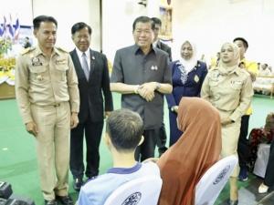 รมช.มหาดไทยมอบโฉนดที่ดินให้พี่น้องประชาชนผู้เป็นเจ้าของที่ดินใน จ.นราธิวาส