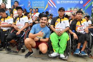 """คึกคัก! ทัพศิลปิน-ดารา แท็คทีมนักกีฬาพาราลิมปิกไทย ลงสนาม """"แบงค็อก ซิตี้ รัน 2019 เพื่อนำรายได้สมทบทุนพาราลิมปิกไทย"""" ปิดท้าย! สิงห์ ซีรีส์ รัน 2019"""