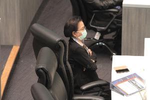 """ที่ปรึกษา """"ชวน"""" เผยผลตรวจพีเอ็ม 2.5 ห้องประชุมจันทราปลอดภัย คาด ส.ส.แสบจมูกเพราะสี แจกหน้ากากอนามัยแล้ว"""