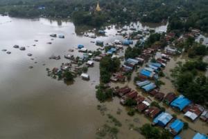 พม่าอ่วมฝนตกหนักทำน้ำท่วมหลายพื้นที่ ชาวบ้านอพยพหลายหมื่นชีวิต